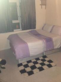 Nice double room next to Eastham station