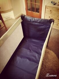 Dat Dat travel cot bed