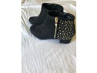 Gorgeous pair of girls black boots size 4 look as new hardly worn