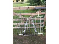 Weaving grill for horse stable