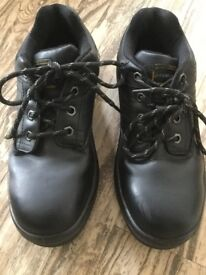 Unisex safety shoes