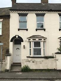 Rooms to Let from £125 per week including all bills (Slough, Central)