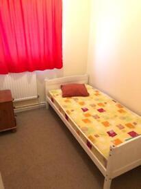 Room for rent in Ellesmere port (camera de inchiriat)