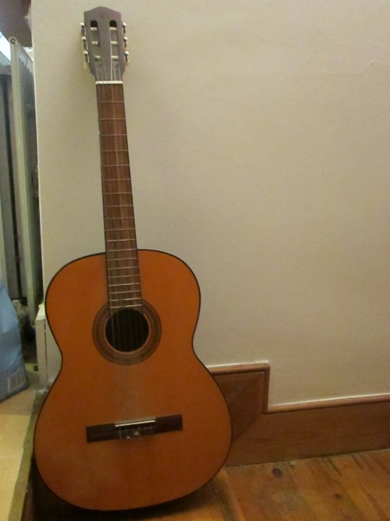 Classical Guitar Medium Size High Action Good For Beginner In