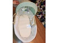 Olive and Henry moses basket unisex with rocking stand