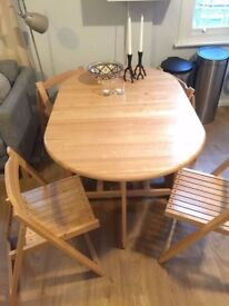 Space efficient genuine oak table incl. four matching chairs