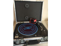 For sale aTechnics Turntable sl1210 mk2 sl-1210 perfectly working with new cartridge and flight case