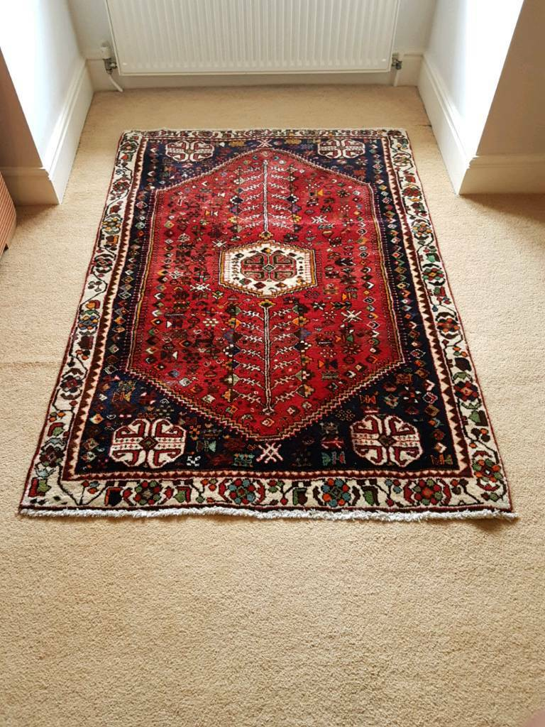 Good quality wool rug in excellent condition ( 157 x 109 cm )