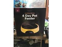 Andrew Jones 4 Day Pet Feeder