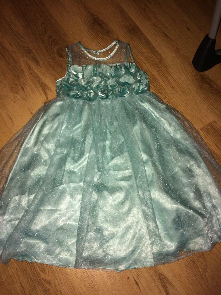 Dress to impress girls party dress age 8in Addlestone, SurreyGumtree - Dress to impress girls party dress age 8Collect addlestone More dresses shoes for sale check other items for sale out