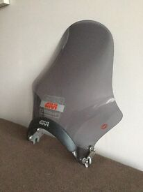GIVI A210 Universal Motorcycle Screen (Smoked)