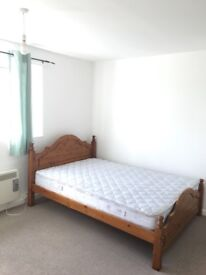 Large double room to rent in CB4