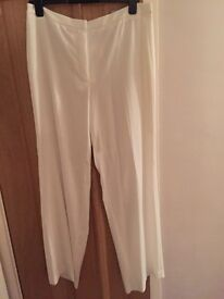 H&m size 18 white trousers