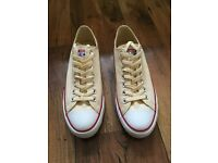 New Converse trainers – Size 9