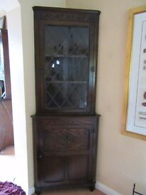 Solid oak corner cabinet with leaded glass. Excellent condition