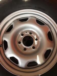 265/70/17 BFgoodrich hiver 7-10/32 + rims 17 pouces Ford original