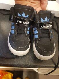 Adidas kids boys size uk 4