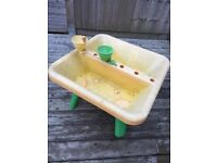 FREE sand and water play table