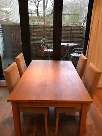 Beautiful solid oak dining table & 4 chairs