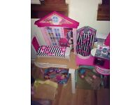 £20 Barbie doll house with 3 Barbie dolls
