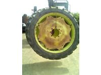 Row Crop Wheels 9.5R42 289 R-1, 8 Stud