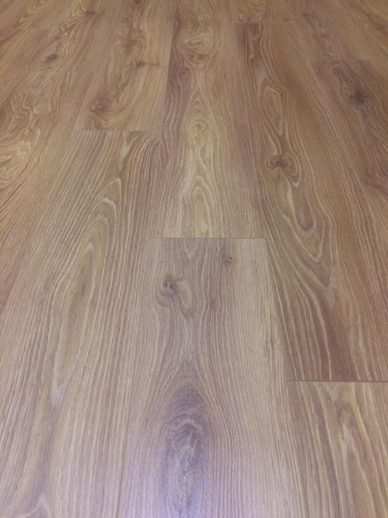 Warm Oak Effect Laminate Flooring 7 Packs X 1 74sqm