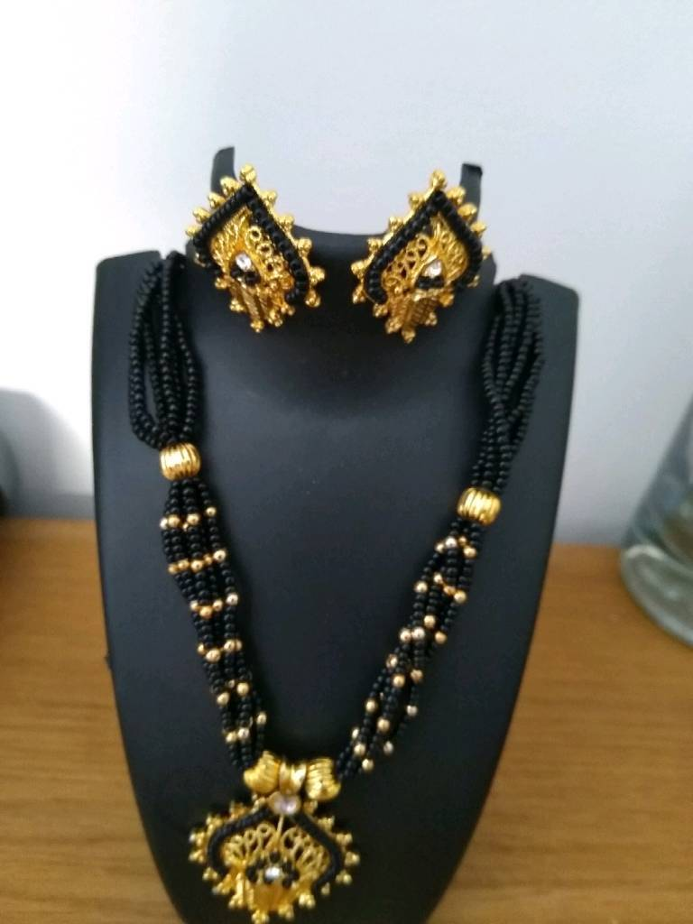 7 brand new necklace set £4 each or £20 for all