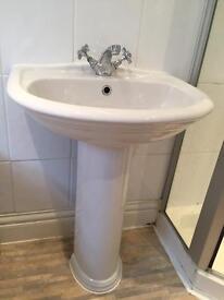 Full pedestal bathroom sink