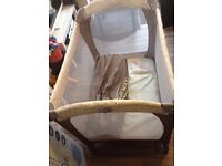 Graco Classic Electra Bassinet Travel Cot Cream & Floral Pink – As New Boxed