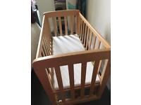 Mama and papa Baby Crib in perfect condition
