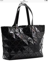 Black geo handbag- adjustable strap
