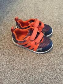 Baby boys clarks shoes 5F