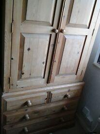 Wardrobe in solid pine wood