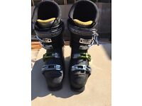 Solomo X wave ski boots 5 years old in good condition size 8 great for beginner