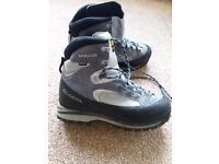 Scarpa mirage boots size 9
