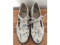 Dr Martens Carrie shoes Sz 6