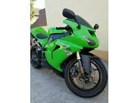 Kawasaki ZX10R Green Excellent condition FREE DELIVERY WITHIN 100 MILE RADIUS