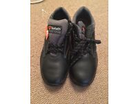 Goliath black safety shoes size 4 (brand new)