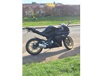 Yamaha YZF r125 motorbike/motorcycle black and gold