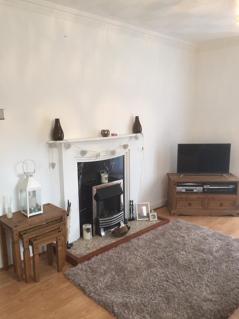 One bedroom ground floor unfurnished flat to let in Tenby £425 pcm