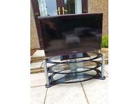 Sansung Flatscreen 40inch tv with tv table