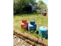 3 gas bottles for sale £10 each 1 campingaz 907 1 calor 3.9 kg propane 1 calor 4.5kg