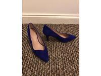 Blue high heel shoe - size 7.5