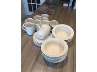 Crockery/dinnerware