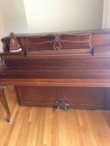 Hienztman Piano