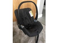 2 x Mama's and Papa's car seats only £35 Primo Viaggio car seats and sure-fix base for sale