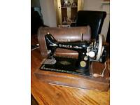 Singer sewing machine with original box and key (1910)
