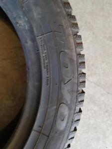235/55/17 1 pneu hiver toyo 10/32 comme neuf