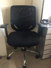 Black hydraulic office swivel chair, high quality, excellent condition