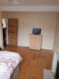 Extra large room to rent